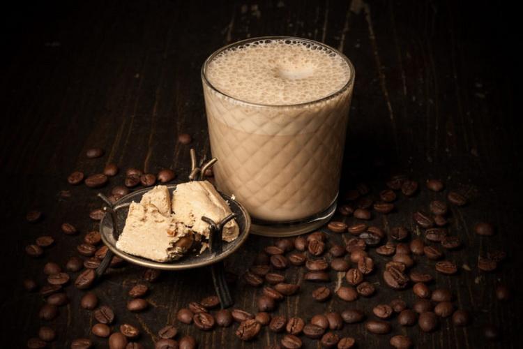 Кофе с халвой-подача