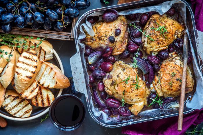 Курица-с запеченным виноградом