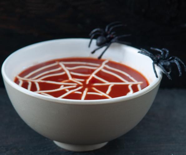 Суп с пауками-как подать блюдо на Хэллоуин