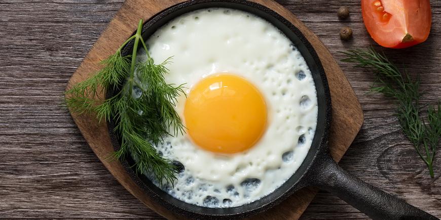 Яичница-на сковороде