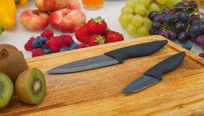 Керамічні ножі на дошці