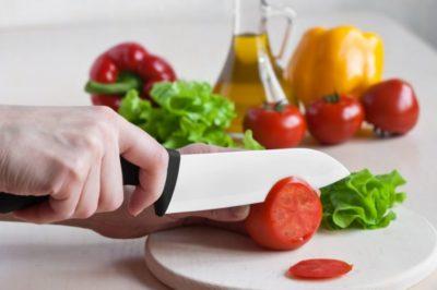 Керамічний ніж в роботі