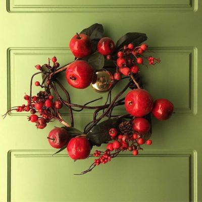 Червоний різдвяний вінок-на двері