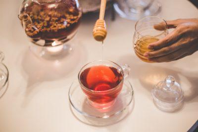 Проверяем осадок в чае