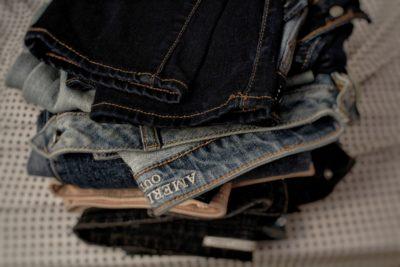 Рваные джинсы и кожанка