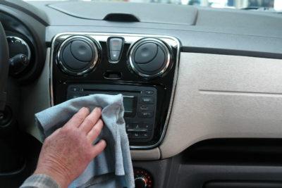Як прибрати подряпину на автомобілі: Салон