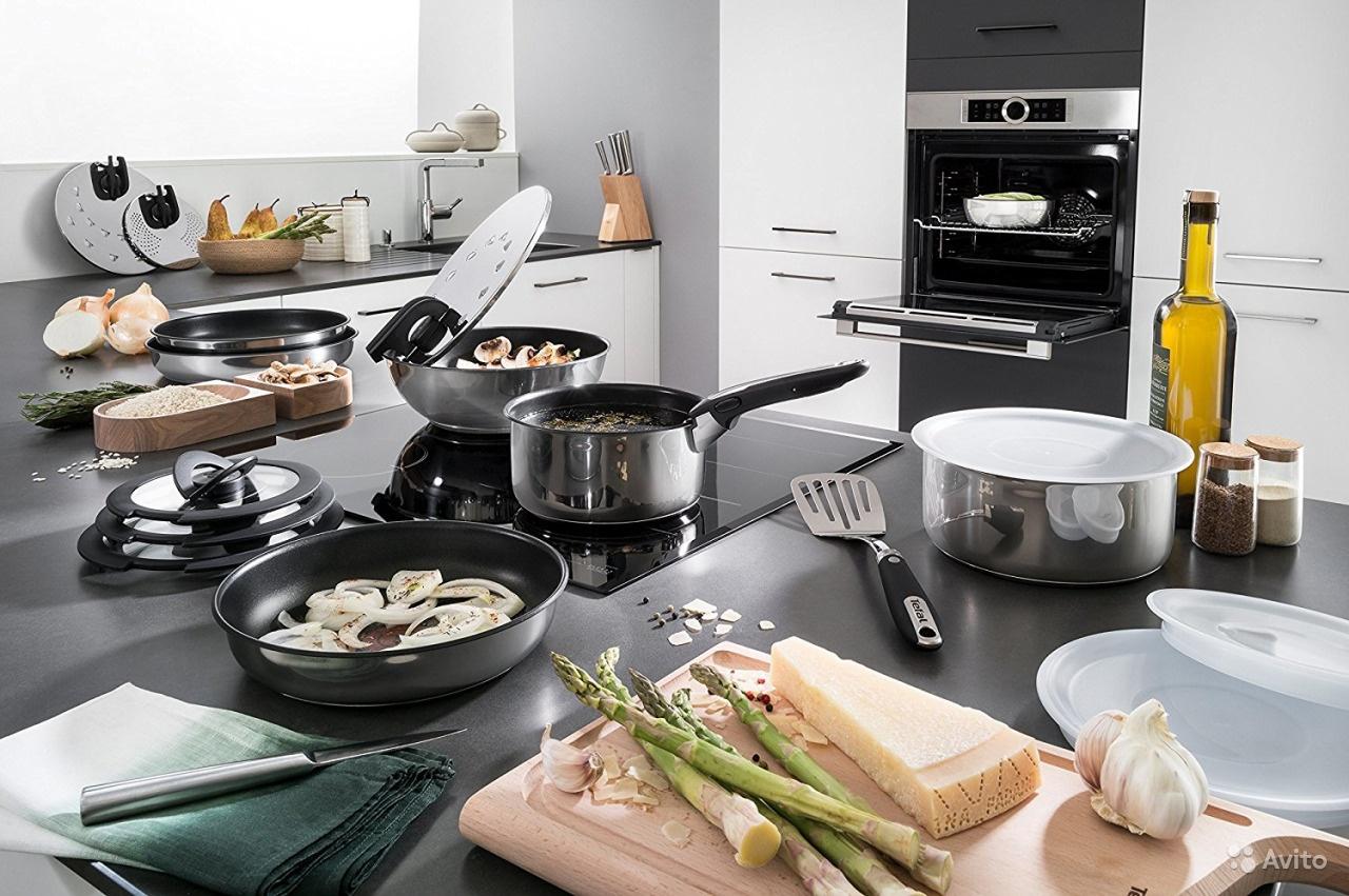 Tefal Ingenio. минимум места_максимум возможностей - рабочий стол на кухне с посудой тефаль