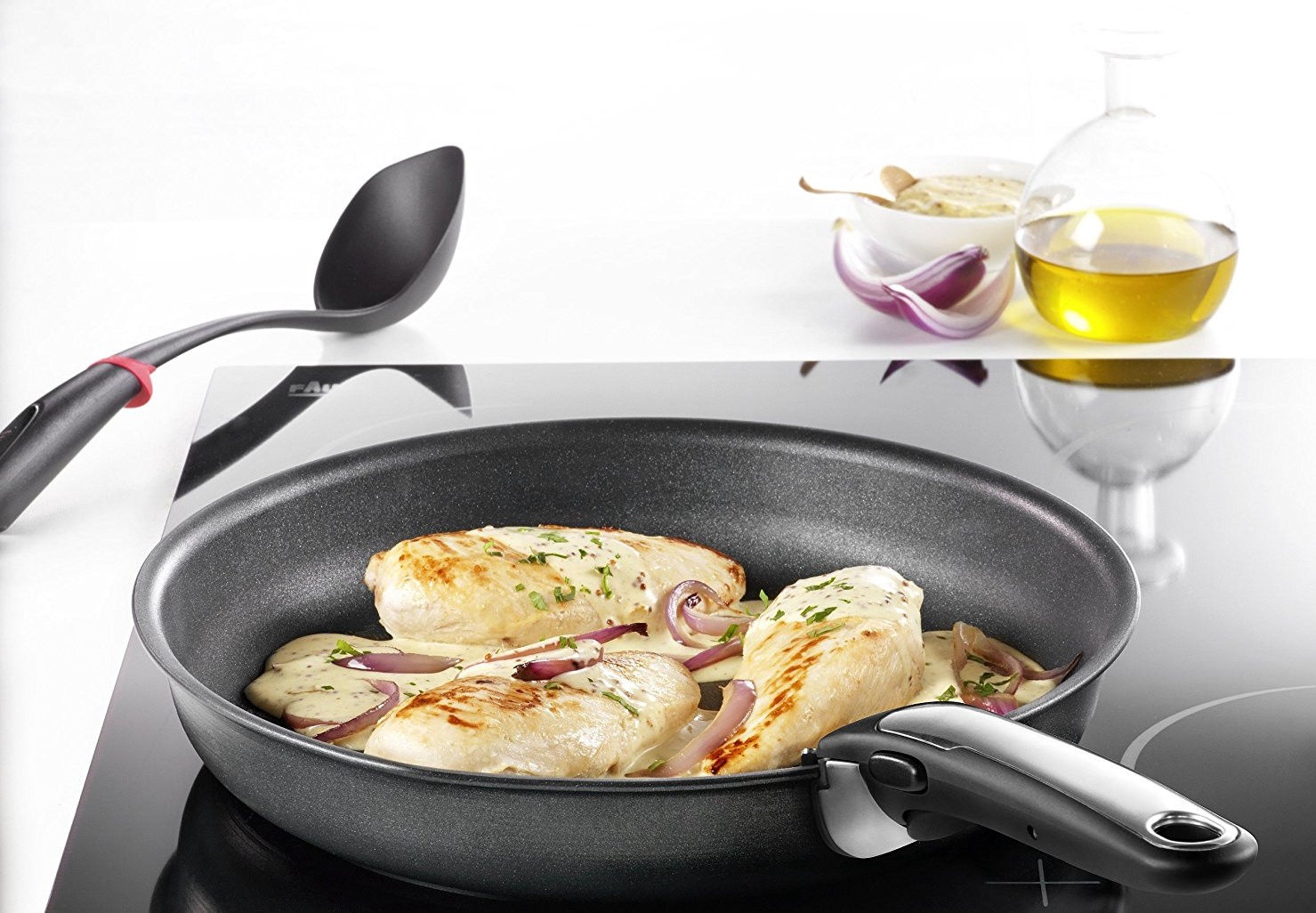 Tefal Ingenio. минимум места_максимум возможностей - сковородка на плите