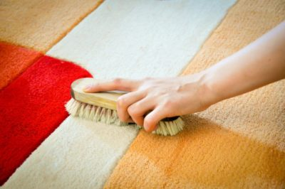 чистка килима вдома сіллю