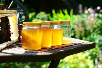 чи можна зберігати мед у холодильнику