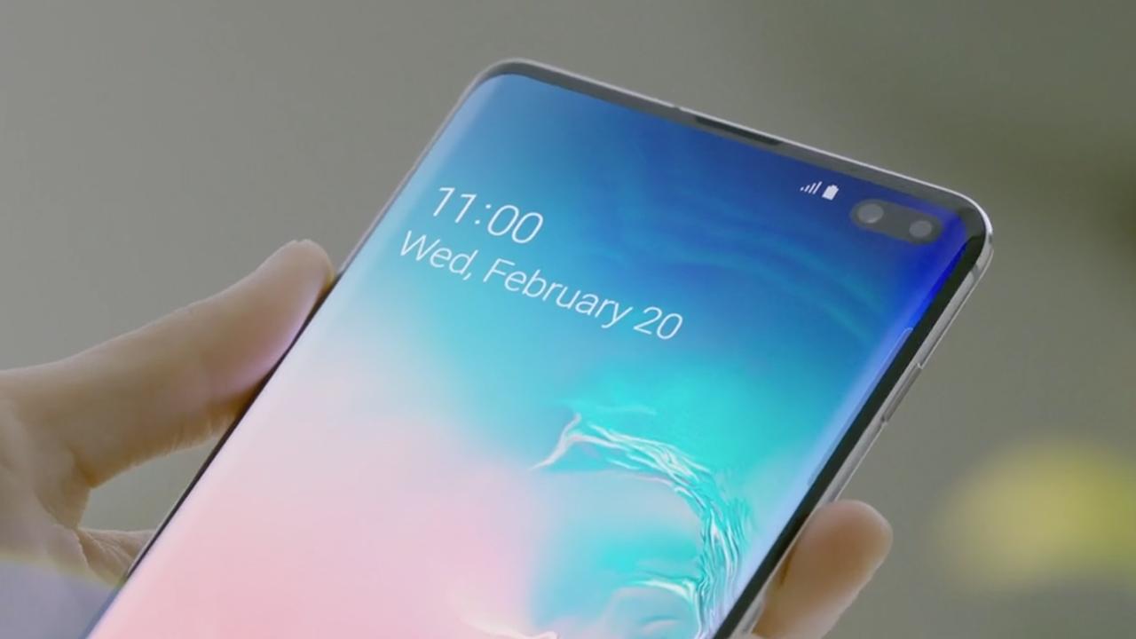 7 смартфонов флагманов 2019 года - galaxy s10 дисплей