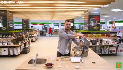 Змішуємо інгредієнти в кухонній машині