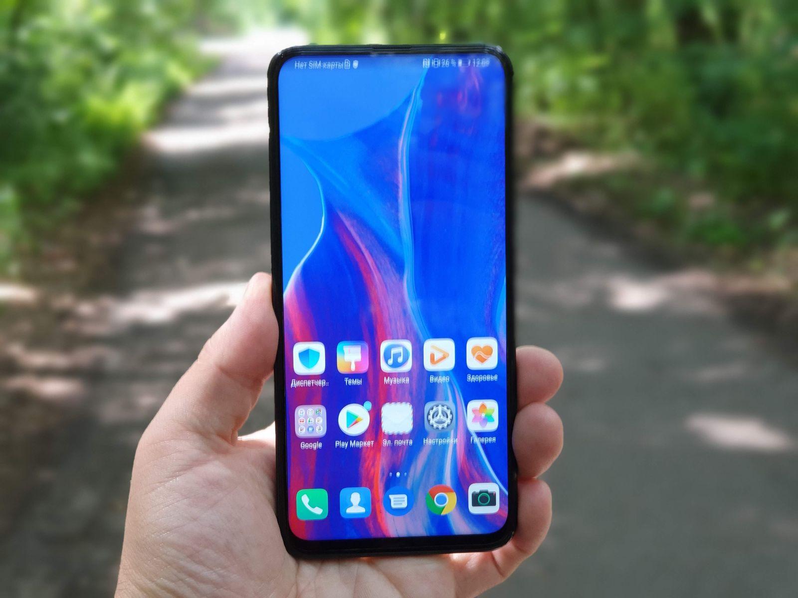 Смартфоны из Китая. Лидеры продаж на конец 2019 года - huawei p smart z в руке