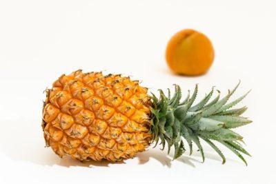 як красиво нарізати ананас