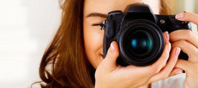 Дівчина з фотокамерою