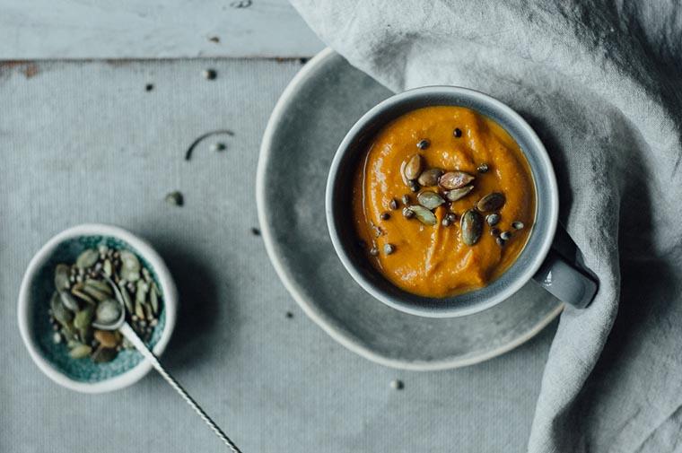 Дынный суп с листьями каффир-лайма
