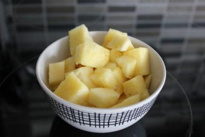 Рецепт салат з ананасів
