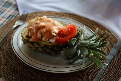 Экзотический салат с ананасами