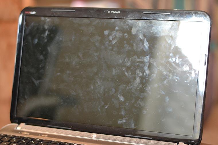 Грязный экран ноутбука