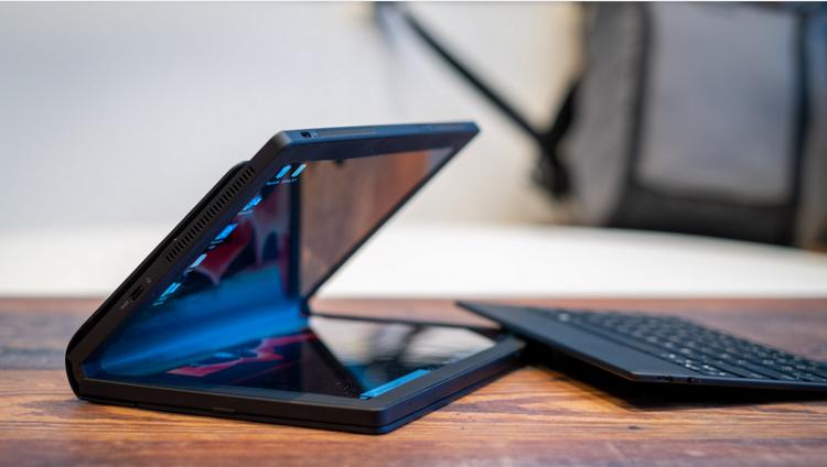 Lenovo ThinkPad X1 Fold-ракурс 2