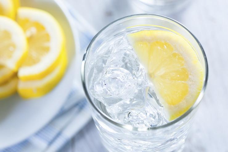 Вода-с лимоном.