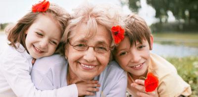 що можна подарувати бабусі на день народження