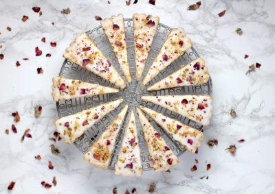 Нарезанный торт