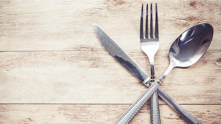 Как сложить столовые приборы в ресторане