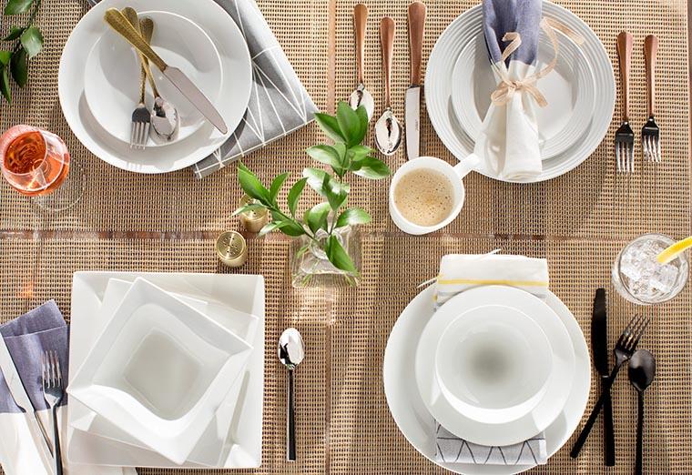 Салфетка под тарелкой