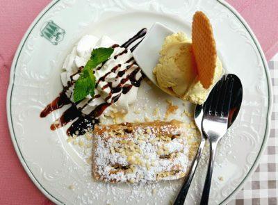 Десерт в кафе