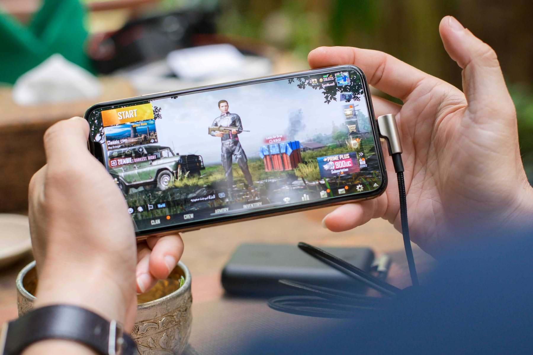 Какие приложения на Android нужно установить в первую очередь на новый смартфон - игра на смартфоне
