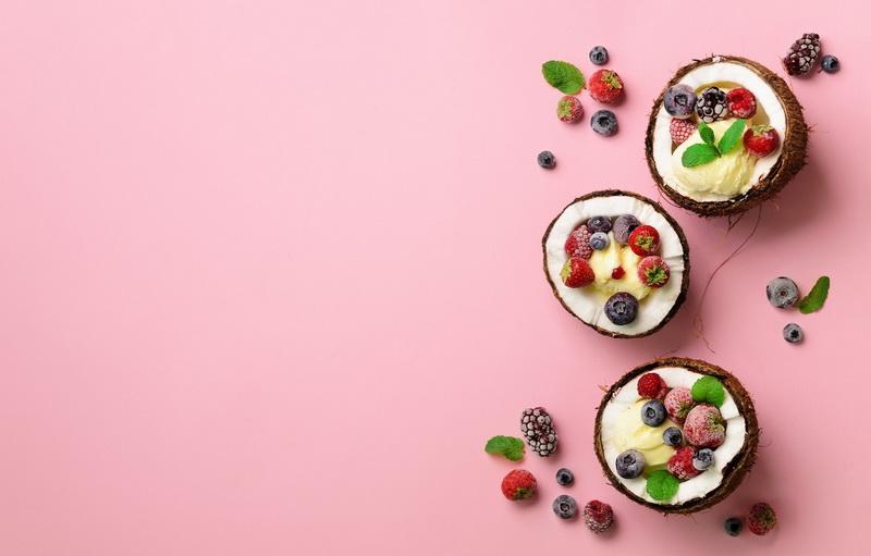 Кокосовое мороженое-с ягодами