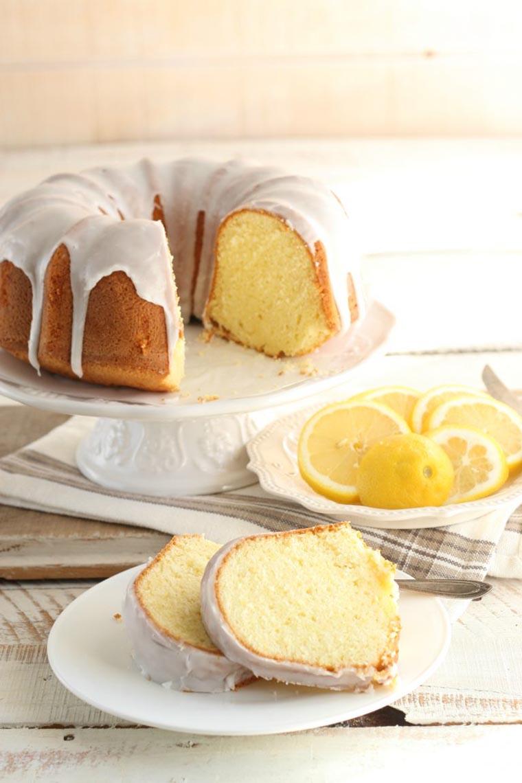 Нарезанный лимонный пирог