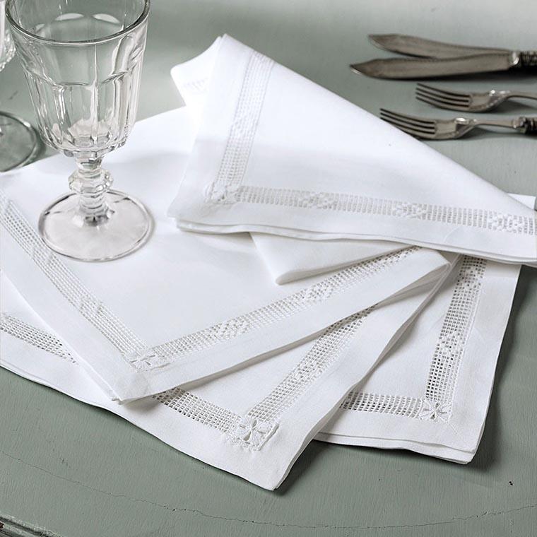 Текстильные салфетки на столе