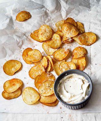 картопляні чіпси в духовці