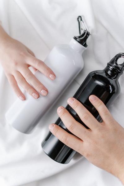 Многоразовые бутылки для воды-черная и белая