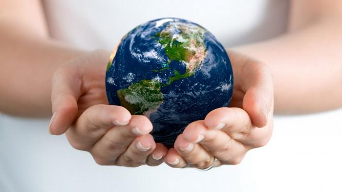 Планета-в руках