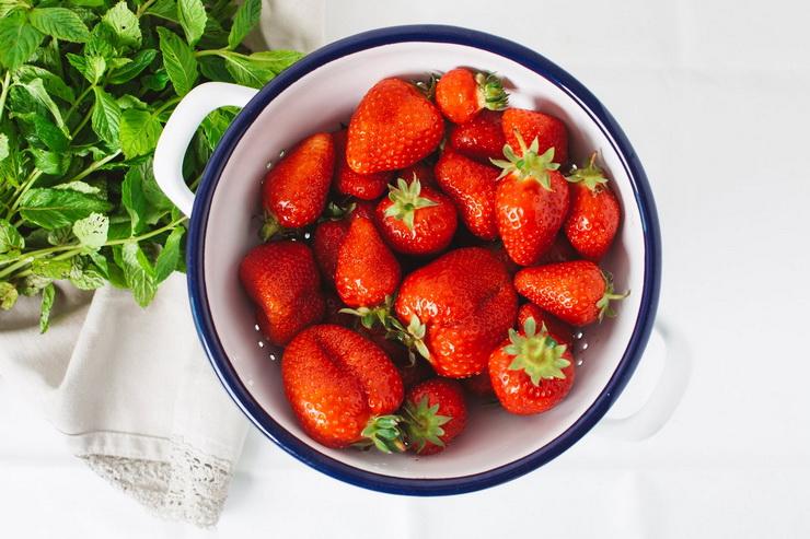 Миска ягод-клубника