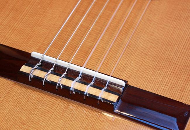 Нейлоновые струны-классическая гитара