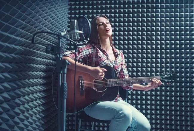 как научиться играть на гитаре-и петь одновременно