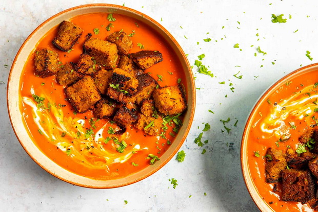 Крем-суп-подача с сухариками