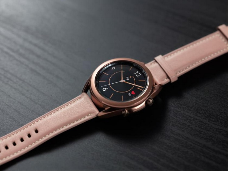 Samsung Galaxy Watch 3 Mystic Bronze-часы на столе