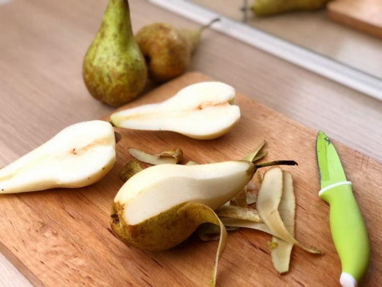 Груша очищенная-фрукт