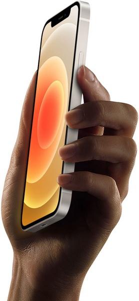 iPhone 12-смартфон в руках