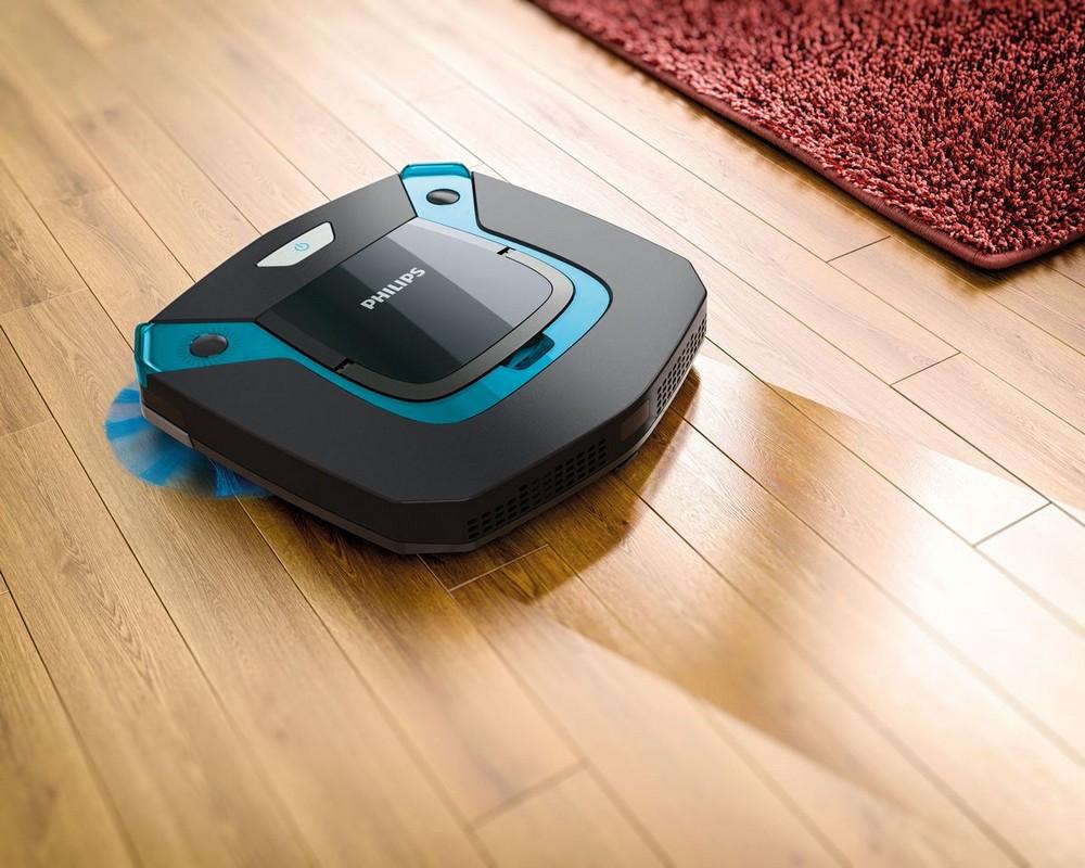 Робот-пылесос моет пол