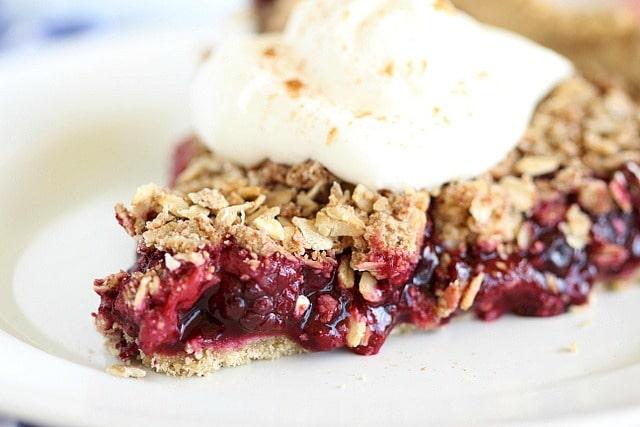 Tart Berry Crumble-десерт