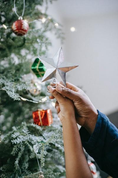 Нарядить елку-подготовка к Новому году