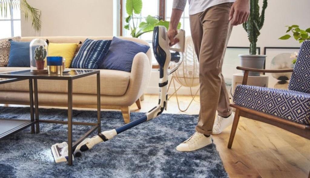 ручной пылесос на ковре