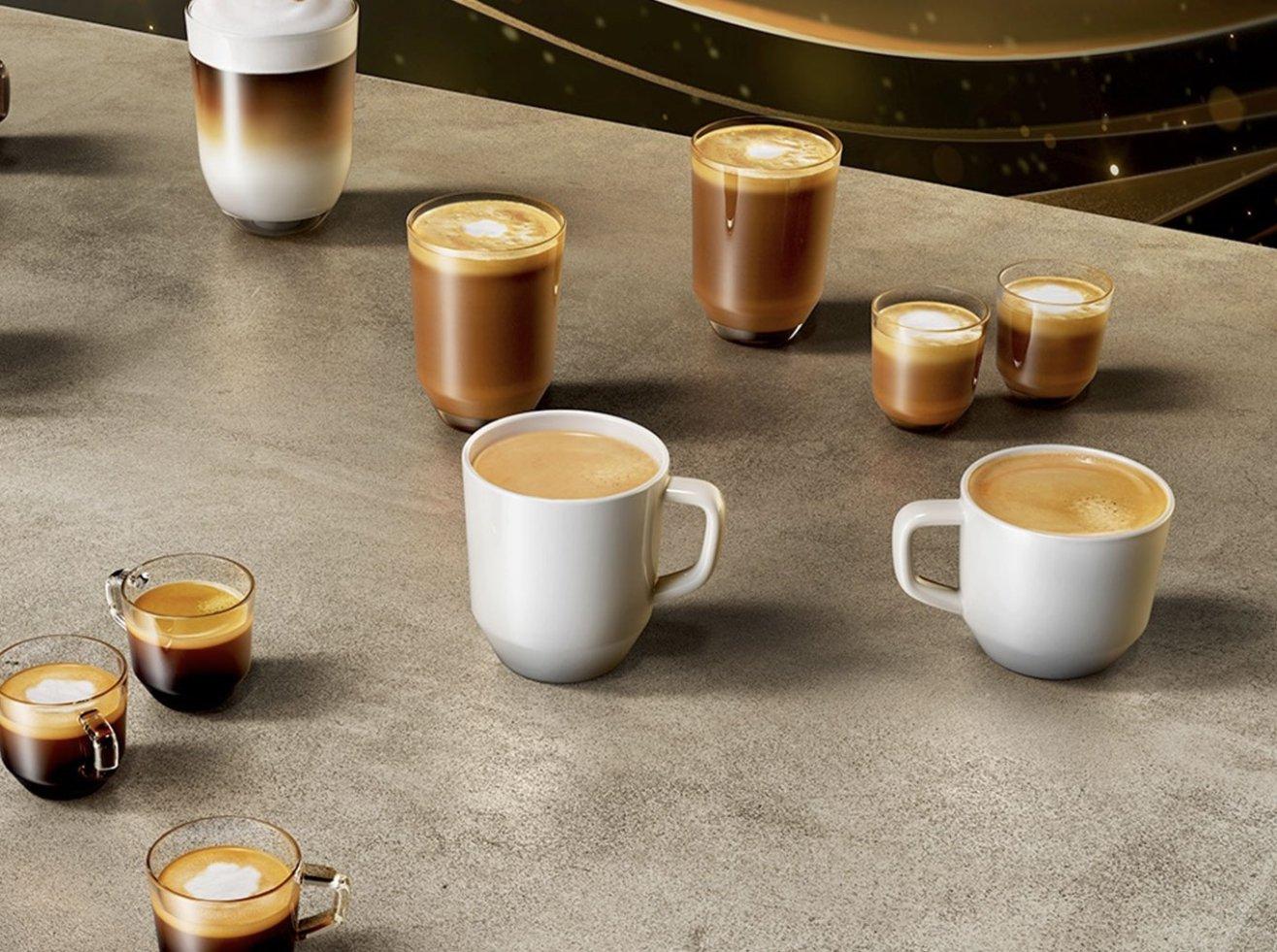 кофейные напитки в чашках