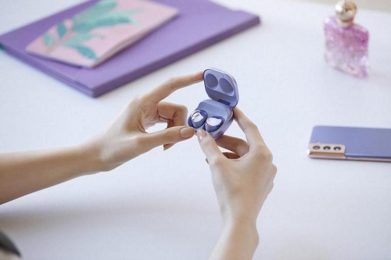 Samsung Galaxy Buds Pro-в руках